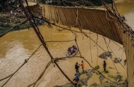 Salurkan Bantuan, Anggota DPRD Lebak Minta Pemkab Tetap Waspada