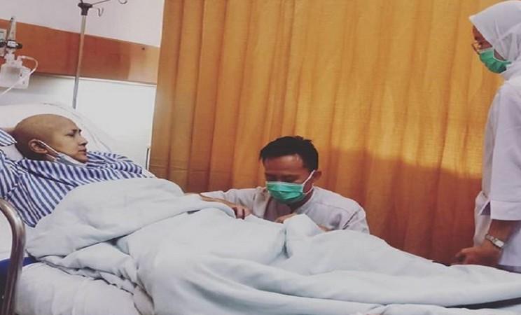 Aktris Ria Irawan dirawat di RSCM karena sakit kanker getah bening - Instagram @riairawan