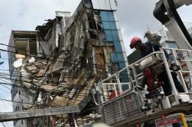 RUKO 4 LANTAI ROBOH : Meragukan Keamanan Gedung Jakarta