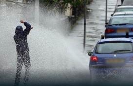 Dear Pengendara, Saat Musim Hujan Patuhi Aturan Mengemudi Berikut Ini