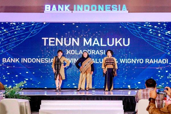 Kain tenun asal Maluku, tenun ikat motif Tanimbar digunakan dalam Pertemuan Tahunan Bank Indonesia Maluku untuk mendorong pertumbuhan ekonomi di Maluku -