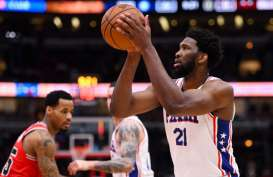 Cedera Jari, Center Philadelphia 76ers Embiid Absen vs Boston Celtics