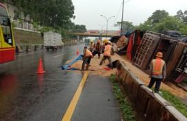 Tol Tangerang-Merak Tersendat, Ada Truk Terguling di KM 39