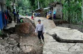 Jalan Desa Sepanjang 100 Meter di Cianjur Amblas Sedalam…