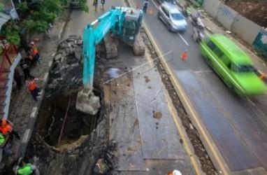 Perbaikan Jalan Amblas di KM 22 Daan Mogot Makan Waktu 5 Hari