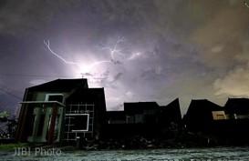 Cuaca Hari Ini, Sebagian Jakarta Mengalami Hujan dan Petir