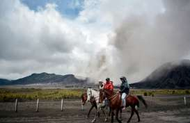Bromo Ditutup Sebulan untuk Kendaraan, Turis hanya Boleh Naik Kuda