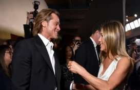 Reaksi Jennifer Aniston atas Tatapan Kagum Brad Pitt di SAG Awards 2020