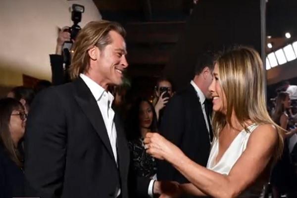 Brad Pitt dan Jennifer Aniston di SAG Awards 2020. - Reuters