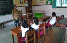Kisah Guru Berteman Sepi, Mengajar Hanya Empat Siswa di Kelas