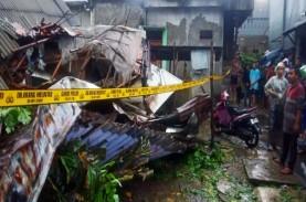 Rumah Kos 3 Lantai di Jalan Bangka Ambruk