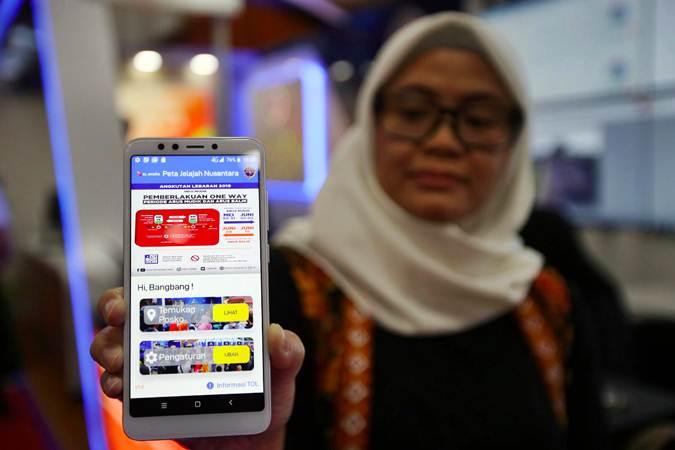 Karyawan menunjukkan aplikasi Peta Jelajah Nusantara, saat peluncurannya di Jakarta, Selasa (28/5/2019). - Bisnis/Abdullah Azzam