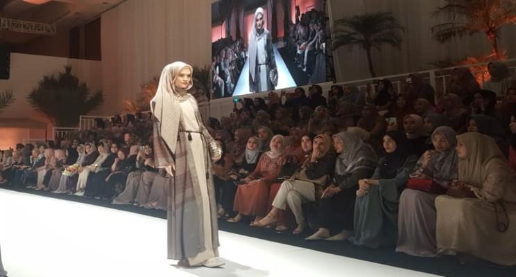 Rancangan busana muslim Heaven Lights x Mega Iskanti yang dipamerkan dalam Fashion Show First Light. - Krizia Putri Kinanti