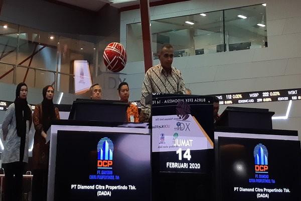 Direktur Utama Diamond Citra Propertindo Adam mengatakan selama masa penawaran umum perseroan mengalami kelebihan permintaan 2,5 kali pada saat pencatatan perdana saham pada Jumat (14/2/2020). - Pandu Gumilar).