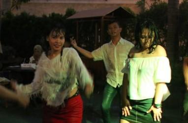Kemeriahan Wet and White Valentine Party di Harris Hotel Sentraland Semarang