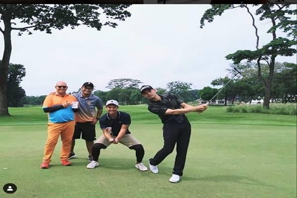 Ashraf Sinclair bermain golf - Instagram@ashrafsinclair