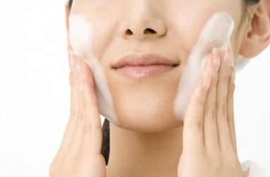 Cegah Iritasi dengan Sabun Wajah dan Pijatan Lembut