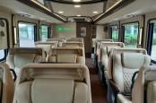 Bus Sewaan Ini Sediakan Kursi Pijat hingga Ruang Karaoke