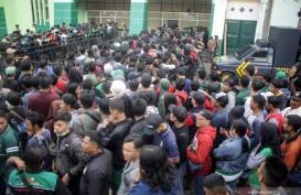 Ribuan Suporter Antre Tiket Persebaya-Persija di GOR Delta Sidoarjo