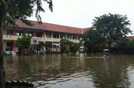 Sekolah Tergenang, Pohon Tumbang Warnai Sejumlah Daerah…