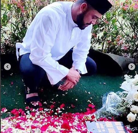 Aktor dari Malaysia Zul Ariffin ziarah ke makam Ashraf Sinclair di San Diego Hills - Instagram @zul_ariffin
