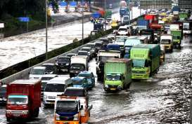 BERITA FOTO : Ketika Banjir Melumpuhkan Transportasi Ibu Kota