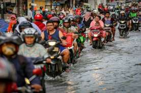 Fakta - Fakta Banjir Jakarta 25 Februari: 2 Tewas,…