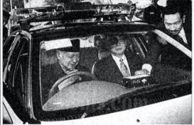 Historia Bisnis : Senyum Soeharto kepada Tommy dan Timor