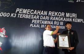 Kampanye K3 Pertamina Kilang Plaju Pecahkan Rekor MURI dengan Logo K3 dari Krupuk Kemplang