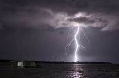 Hujan Disertai Petir Berpotensi Terjadi di Wilayah Jabodetabek