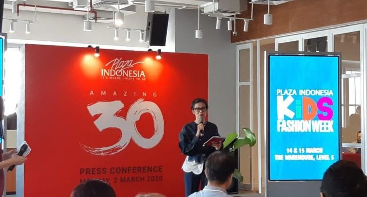Ria Juwita Senior Manager Event & Promotions and Creative Services Plaza Indonesia sedang menjelaskan tentang program Amazing 30 di Jakarta, Senin (2/3/2020). - Krizia Putri