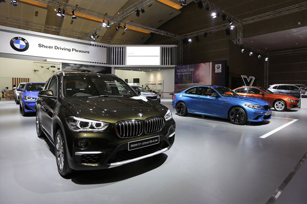 Deretan mobil BMW di IIMS 2019.  - Bisnis.com