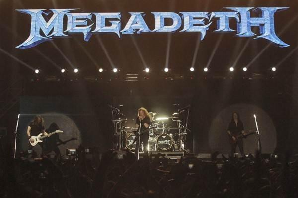 Grup band Megadeth beraksi pada acara Hammersonic 2017 di Ocean Ecopark, Ancol, Jakarta, Minggu (7/5). - Antara/Muhammad Adimaja.