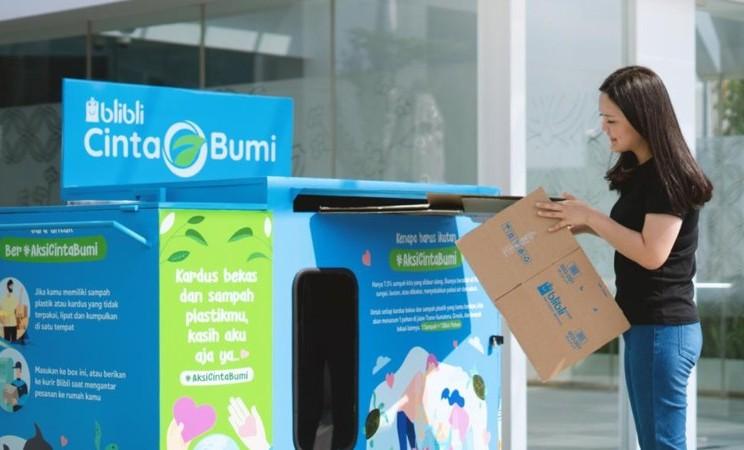 Salah satu BlibliCintaBumi Collection Boxes yang tersedia untuk mengumpulkan beragam sampah plastik dan kardus bekas untuk selanjutnya didaur ulang. - Istimewa