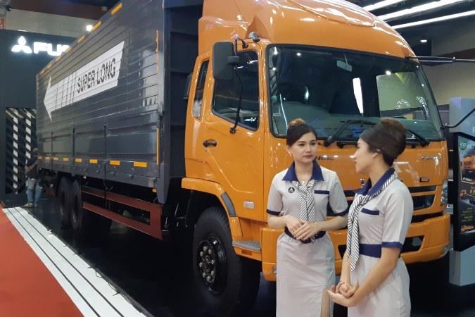 PT Krama Yudha Tiga Berlian Motors (KTB) memamerkan varian baruFighter FN61FL HD di Gaikindo Indonesia International Commercial Vehicle (Giicomvec), di Jakarta, Kamis (5/2/2020) - Bisnis.com/Dionisio Damara.