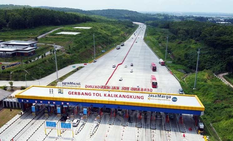 Foto udara pintu tol Kalikakung di Semarang, Jawa Tengah, Sabtu (23/2/2020). Bisnis - Triawanda Tirta Aditya