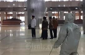 Jokowi Tinjau Penyemperotan Disinfektan di Masjid Istiqlal