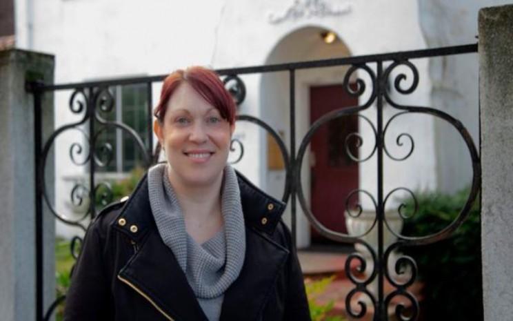 Elizabeth Schneider telah sembuh dari penyakit virus corona dan kini sudah melakukan aktivitas di rumah. - istimewa