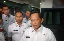 Virus Corona: Bertemu Anies, Menteri Tito Ingatkan Lockdown Jakarta Wewenang Pusat
