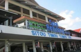 Redam Corona, Bandara Sam Ratulangi Terapkan Social Distancing untuk Antrean Penumpang