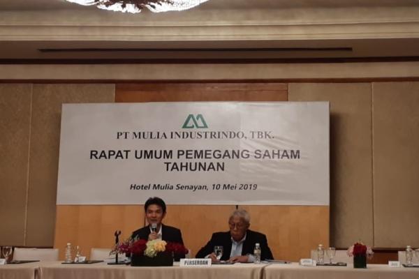 Direktur PT Mulia Industrindo Tbk. Henry Bun(kiri) dalam public expose di Jakarta pada Jumat (10/5/2019). - Bisnis/Azizah Nur Alfi
