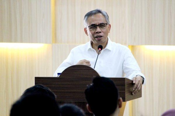Komisioner Otoritas Jasa Keuangan (OJK) Wimboh Santoso memberikan kuliah di Universitas Sebelas Maret (UNS) Surakarta. - istimewa