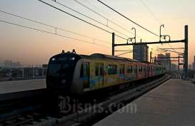 Social Distancing Corona, Penumpang MRT Jakarta Turun