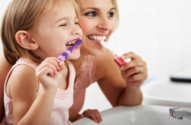 Kenapa Anak Harus Menyikat Gigi di Malam Hari?
