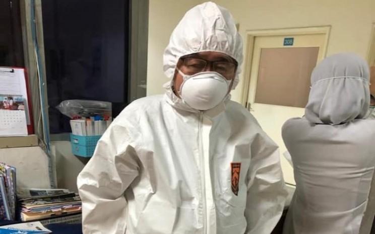 Ilustrasi-Dokter Handoko Gunawan siap mengobati pasien dengan penyakit menular. - Facebook/Noviana Kusumawardhani