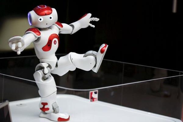 Robot humanoid. - Istimewa