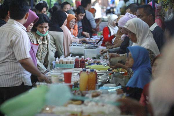 Pasar Ramadan. - Antara