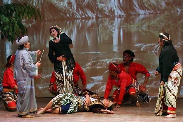 Salah satu adegan dalam pementasan seni Ketoprak dengan lakon Arya Penangsang, di Jakarta, Rabu (31/1) malam. - JIBI/Abdullah Azzam