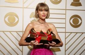 Taylor Swift dan Ariana Grande Sumbang Uang ke Penggemarnya