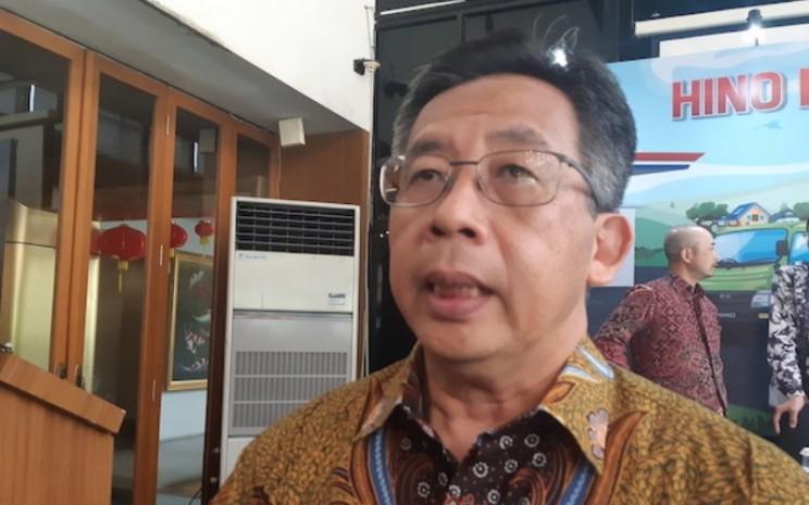 Direktur Penjualan dan Promosi PT Hino Motors Sales Indonesia (HMSI) Santiko Wardoyo memberikan keterangan kepada awak media di sela-sela media gathering di Jakarta, Kamis (23/1/2020) - Bisnis.com/Ilman A Sudarman.
